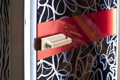Дверь из декорированного стекла с комбинированным рисунком