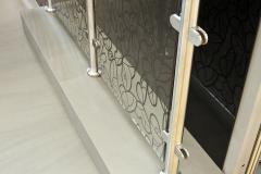 Пример использования стекла Vitrodesign by Ligron в качестве заграждения. Декор 382 Парадизо
